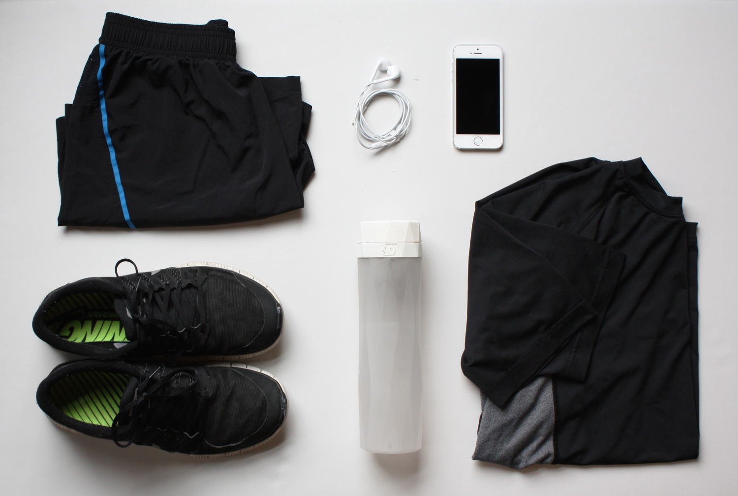 mens+bottle+and+workout+clothes